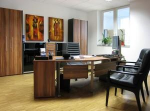 Drevený kancelársky nábytok