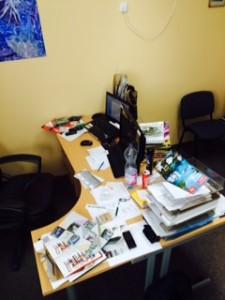 neporiadok na pracovnom stole